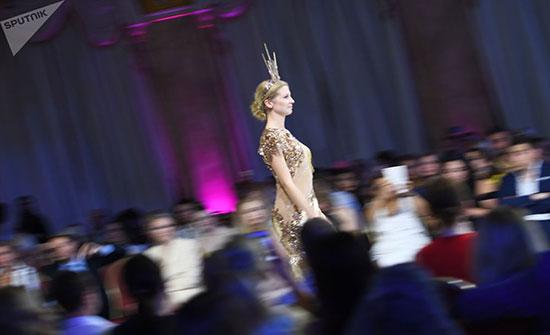 """بالصور : انطلاق """"أيام الأزياء العربية"""" في موسكو"""