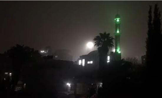 بالفيديو: مساجد فلسطين تدعوا للصلاة في المنازل
