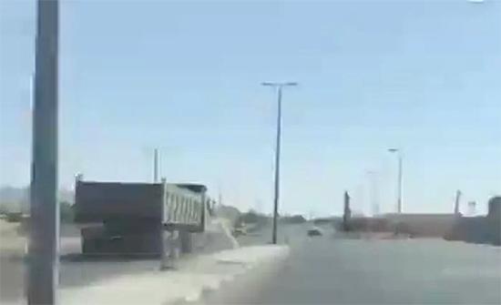 فيديو : توقيف سائق شاحنة متهور عكس السير في نجران