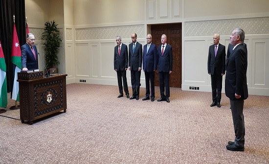 رئيس وأعضاء مجلس هيئة النزاهة ومكافحة الفساد يؤدون اليمين القانونية أمام الملك