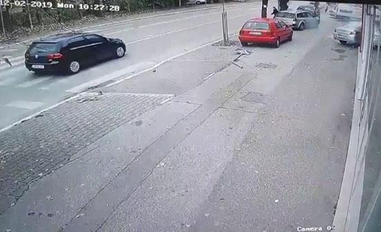 بالفيديو: فتاة تدمر متجرا بسبب الكعب العالي في البوسنة
