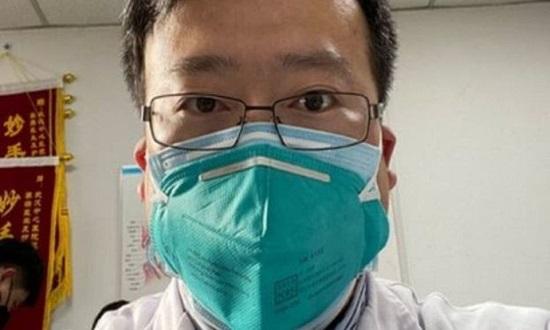 الصين تعتذر لعائلته.. مكتشف كورونا يرقد بسلام