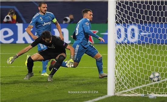 بالصور.. رامزي يسرق فرحة رونالدو أمام لوكوموتيف