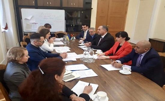 التلهوني يبحث مع وزيرة التربية الأوكرانية أوضاع الطلبة الأردنيين