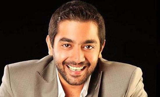 شاهد.. أحمد فلوكس يقدم هدية لـ منى فاروق بعد تهديدها بالانتحار