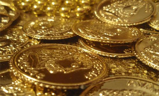الذهب قرب أقل مستوى في ظل قوة الدولار