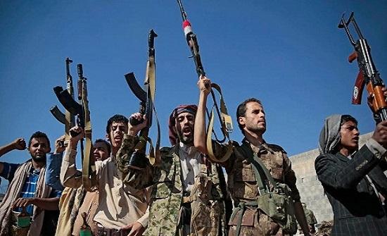 """منعاً لفرارهم.. مشرط الحوثي """"القضائي"""" فوق رقاب 35 نائباً"""