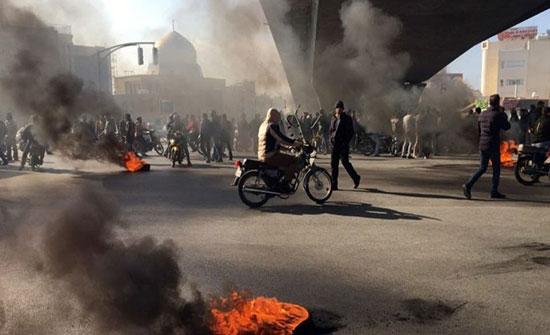 بالفيديو : احتجاجات إيران مستمرة وسط استهداف رموز النظام