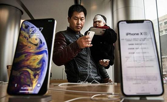 آبل تستعين بشركة صينية لتصنيع شاشات آيفون القابلة للطي