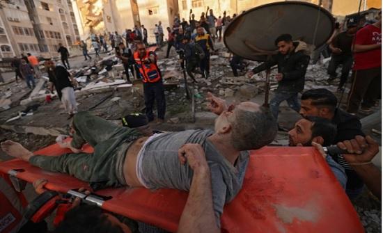 تواصل البحث عن ناجين.. غارات إسرائيلية غير مسبوقة على غزة ترفع حصيلة ضحايا العدوان