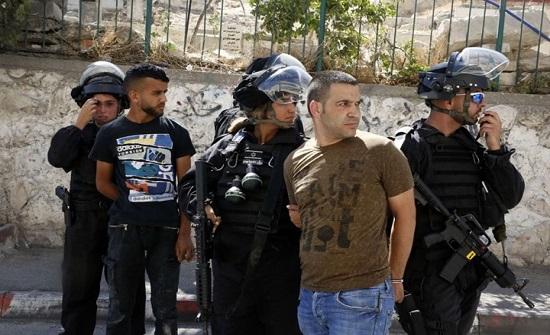 بالفيديو : الاحتلال يعتقل 10 فلسطينيين بالضفة والقدس