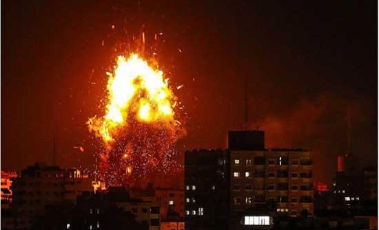الاحتلال يصيب ثلاثة شبان بالرصاص ويقصف مواقع شرق غزة