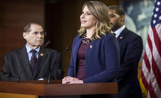 صورة : علاقة حميمية في الكونغرس تطيح بإحدى عضواته