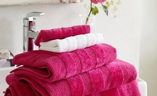 احذر… تغيير مناشف الحمامات أمر مهم للغاية