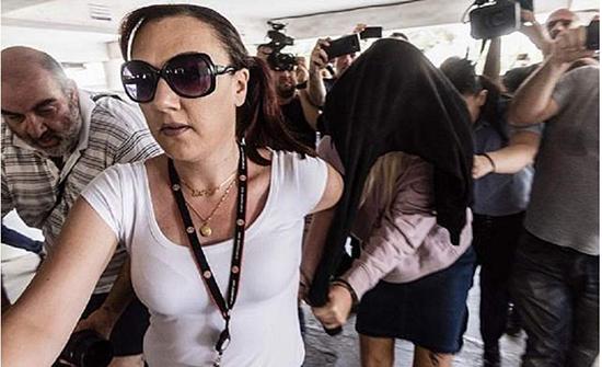 فتاة بريطانية تتمسك باتهامها: 12 إسرائيليًا اعتدو عليها جماعيًا