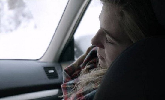 غلبها النعاس داخل سيارتها أمام المنزل... وعندما استيقظت كانت الصدمة!