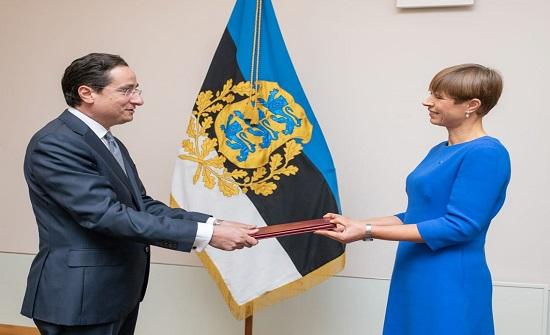 رئيسة جمهورية استونيا تتسلم أوراق اعتماد السفير التل