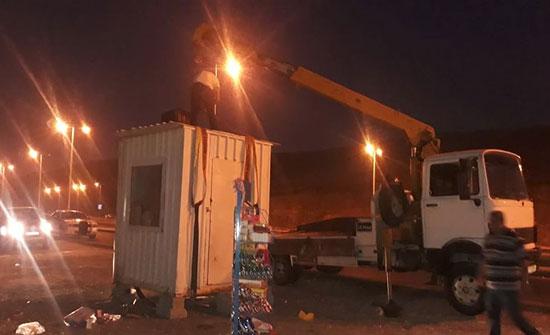 بالصور : الأمانة تزيل أكشاكا  مخالفة في منطقتي وادي السير وراس العين