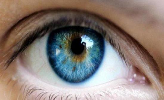 دراسة: لا تأثير للقاحات كورونا على صحة العين