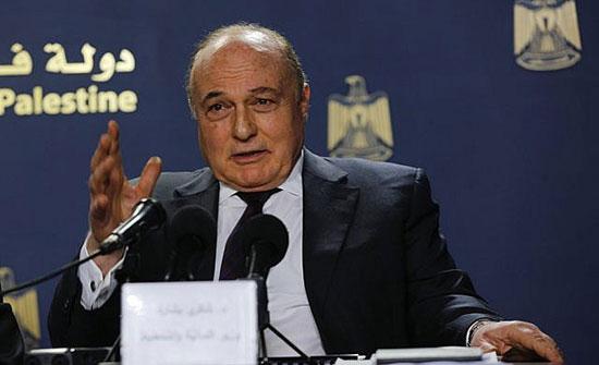 وزير فلسطيني يعيد مبالغ ضخمة للسلطة تقاضاها في السر
