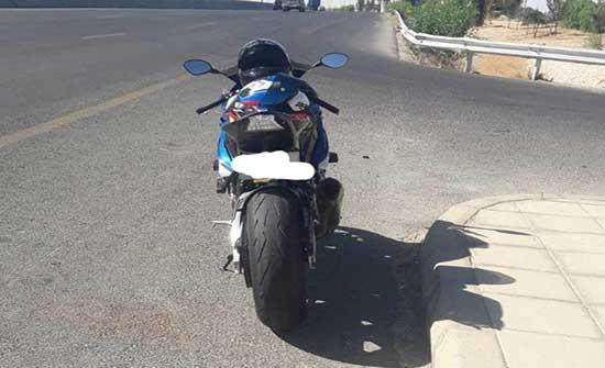 ضبط سائق دراجة نارية كان يقوم بحركات متهورة على طريق المطار