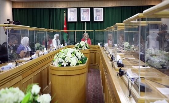 لجنة المرأة في الأعيان تبحث تعزيز دور المرأة في المجتمع