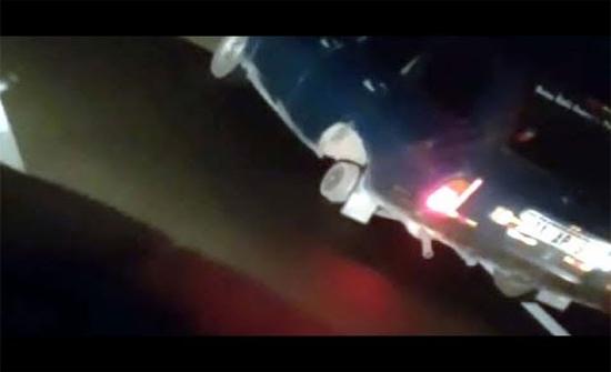 بالفيديو : سيارة تسير بدون عجلة خلفية في طريق سريع بتركيا