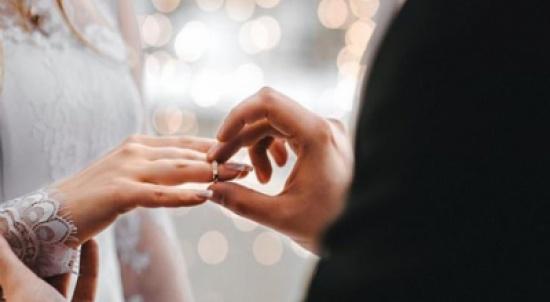 ممثل لبناني شهير الى القفص الذهبي بسريّة تامة.. والعروس أوكرانية (صور)
