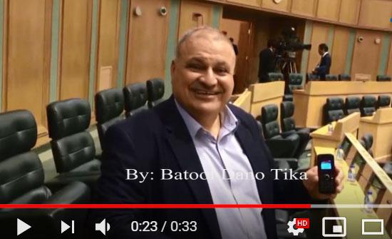 """شاهد بالفيديو : لماذا يرفض النائب راشد الشوحة تغيير هاتفه """" الاثري """" بهاتف جديد ؟"""