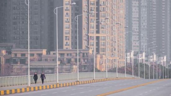 اطلاق سيارة أجرة ذاتية القيادة بشوارع ووهان الصينية