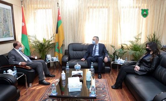 القضاة والسفير القبرصي يبحثان التعاون