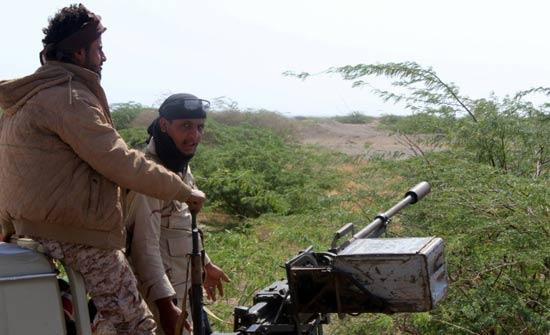 مقتل 14 جنديا من القوات الموالية لهادي في هجوم انتحاري بجنوب اليمن