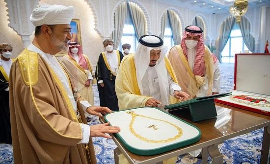 بيان سعودي عُماني: دعم المبادرة السعودية لإنهاء الأزمة اليمنية ورفع معاناة اليمنيين