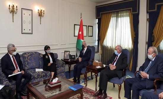 طوقان يبحث التعاون الاقتصادي ومجالات الاستثمار مع وزيرة الخارجية الإندونيسية
