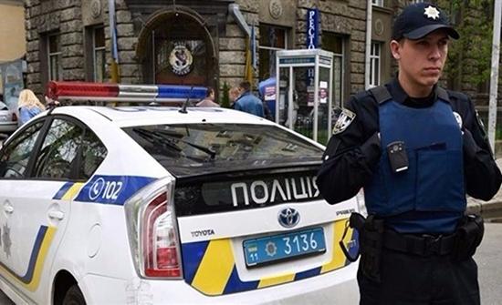 مسلح يحتجز 20 رهينة بحافلة في أوكرانيا .. بالفيديو