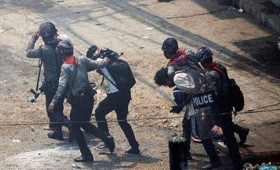 صحفي يبث على الهواء إطلاق الشرطة النار أثناء اعتقاله .. فيديو