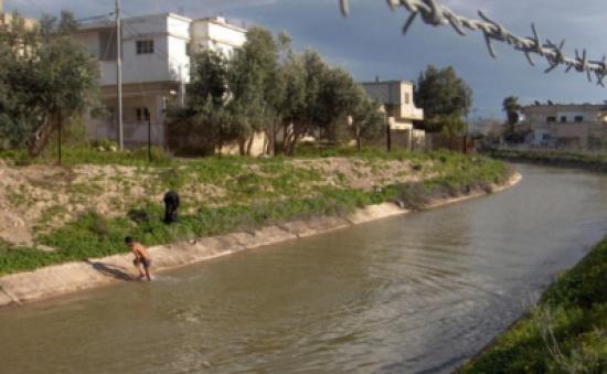 وفاة طفل غرقا في  قناة الملك عبدالله