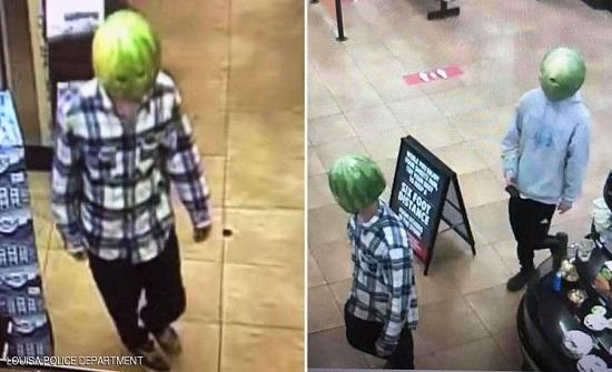 """سرقا المتجر ببطيختين.. و""""فيسبوك"""" كشفهما في امريكا"""