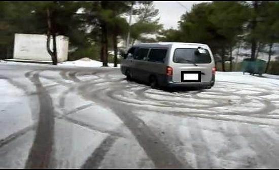 حجز 14 مركبة ومخالفات غيابية لمركبات قام سائقوها بالتشحيط في الثلوج