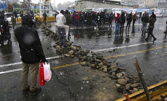 إيران: اعتقال المئات من قادة الاحتجاجات والحرس الثوري يحذّر