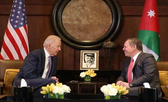 بايدن يؤكد للملك دعمه لحل الدولتين.. والاهتمامات المشتركة بين البلدين