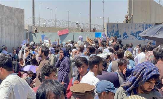 قبيل هجوم كابل.. سفارة لندن طلبت من الأفغان التوجه لبوابة المطار