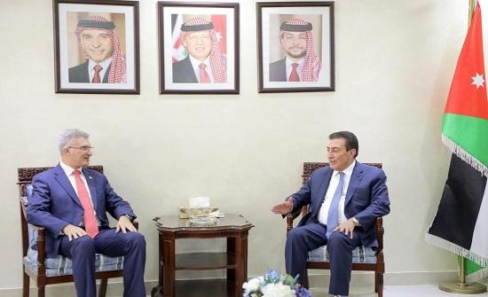 الطراونة يلتقي وزير الخارجية المالطي