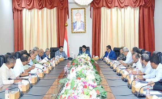 """الحكومة اليمنية تدعو الانتقالي الجنوبي إلى إيقاف """"التجاوزات"""""""