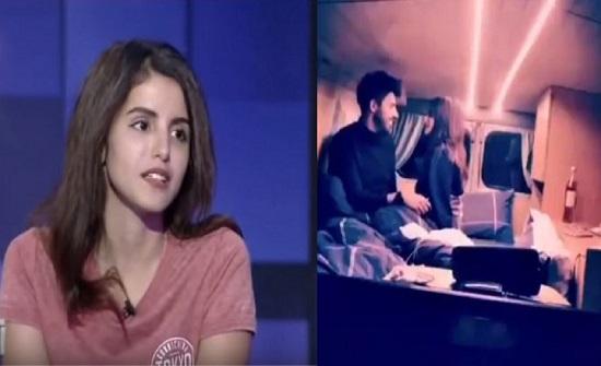 بالفيديو : فوز العتيبي تظهر بشكل جريء مع زوجها على السرير