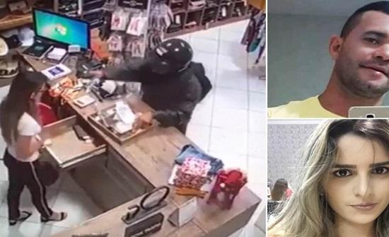 زوج لاتيني ينتقم من زوجته السابقة ويطلق النار على رأسها بشكل مفاجئ - فيديو