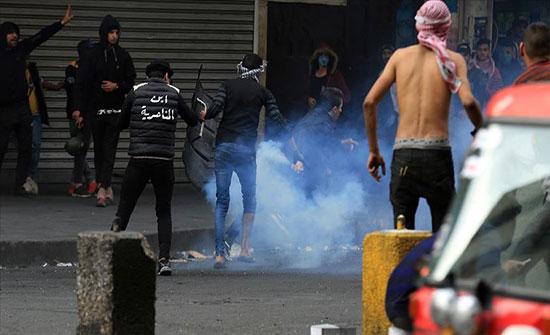 بالفيديو : مقتل متظاهر وإصابة 17 آخرين في مواجهات مع قوات الأمن وسط بغداد