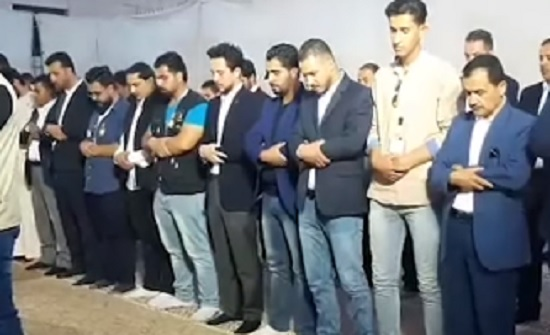 الأمير حسين يشارك مجموعة من الشباب افطارهم في الكرك