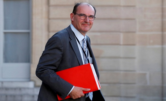 رئيس الوزراء الفرنسي يهدد بإعادة النظر بالعلاقات مع لندن