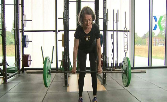"""بـ""""رفع الأثقال"""".. حيلة رياضية للتغلب على الشيخوخة"""
